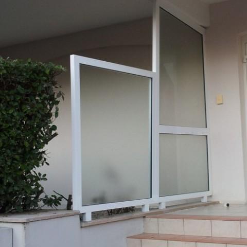 pose d 39 un garde corps ext rieur en verre et balustrade en verre sur mesure sur villeneuve d 39 ascq. Black Bedroom Furniture Sets. Home Design Ideas